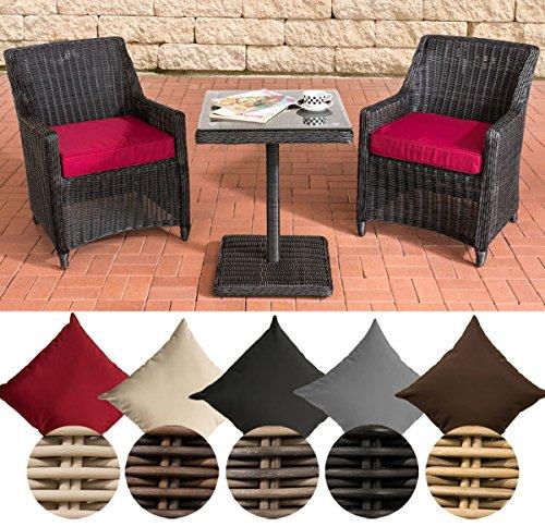 CLP Gartengarnitur ARMETTA | Balkon-Sitzgruppe mit 2 Sitzplätzen | Gartenmöbel-Set aus Polyrattan | Komplett-Set mit 2 Gartenstühlen und einem Tisch | In verschiedenen Farben erhältlich Rattanfarbe: Schwarz, Bezugfarbe: Rubinrot